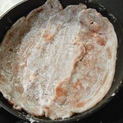 豚肉に片栗粉