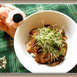 『ローストポーク丼』クルミで食感アップ!フライパン1つで簡単!絶品甘辛ソース【男子ごはん】