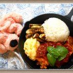 初心者必見!『チキンのトマト煮プレート』新商品うまトマソースとスキレット活用簡単レシピ