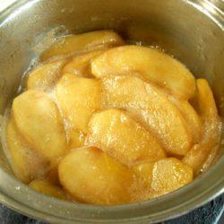 りんご煮冷ます
