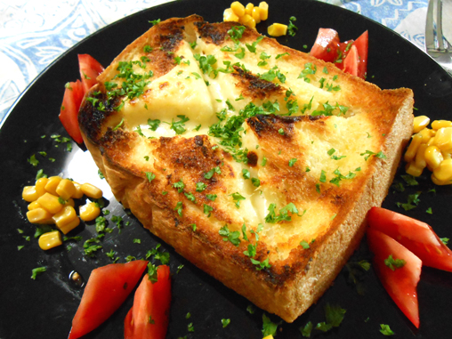 チーズフォンデュトースト盛り付け