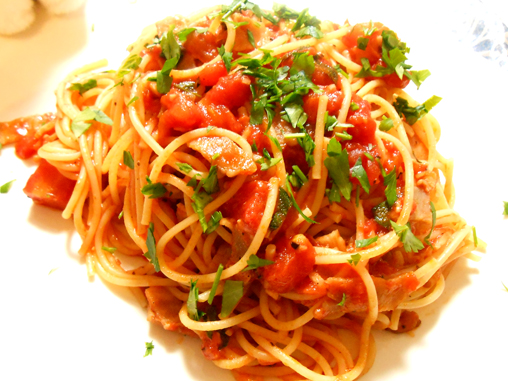 オレガノのトマトソースパスタ完成