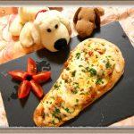 【カフェ風ナンピザ】ミートソース缶なのにカレー風味!?鶏むね肉のボリュームソース